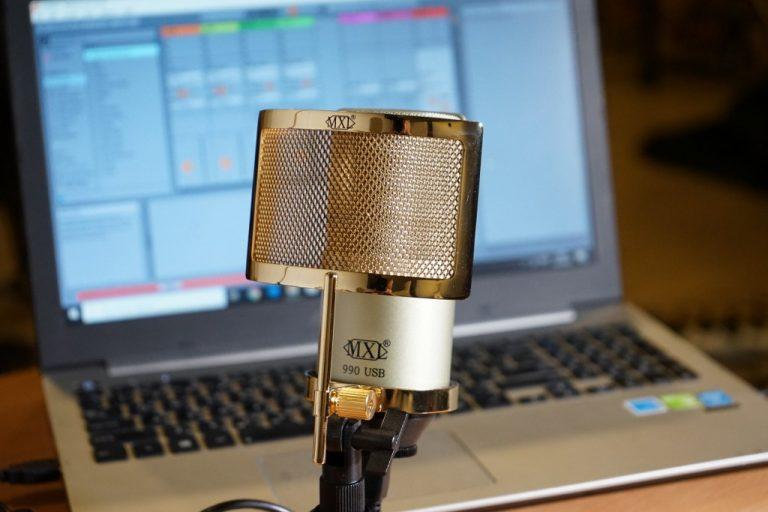 Showcase MXL 990 USB Condenser Microphone