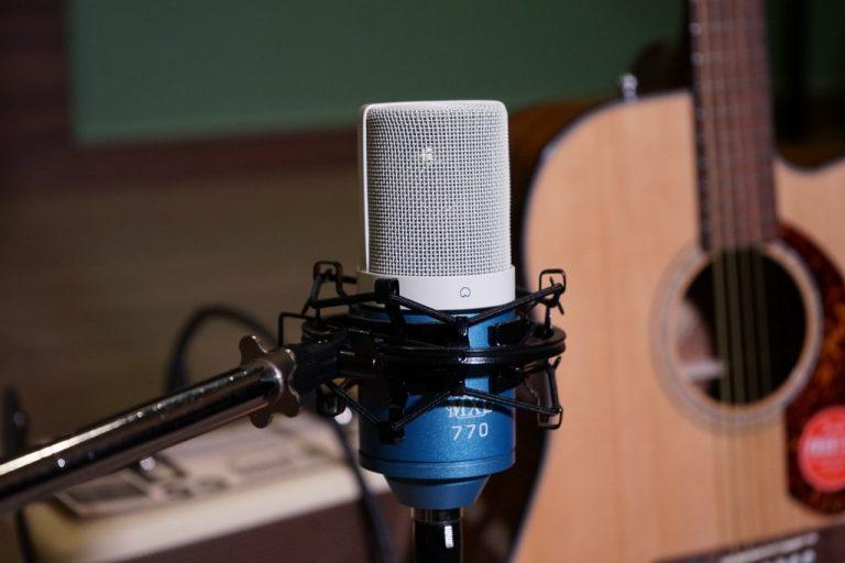 Showcase MXL 770 Sky Condenser Microphone