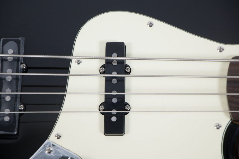 Gusta bass GJB4-03 string bk ขายราคาพิเศษ