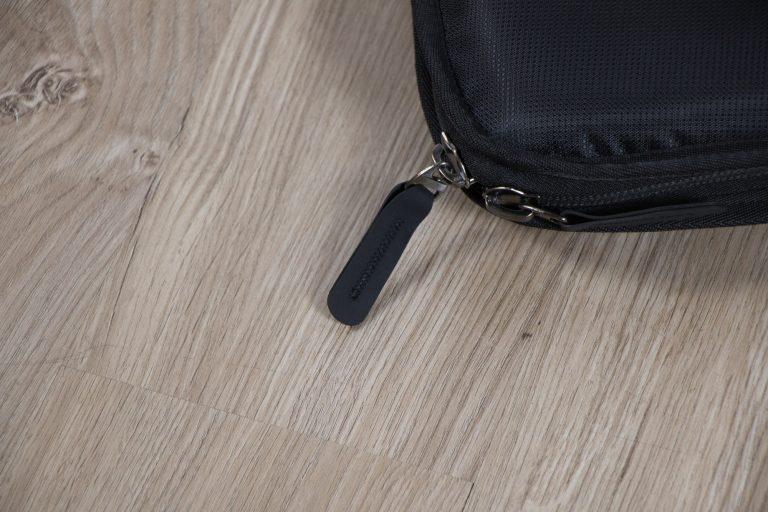 กระเป๋าไฟฟ้า Gusta หนา 1.5 นิ้ว บุกำมะหยี่ ซิบ ขายราคาพิเศษ