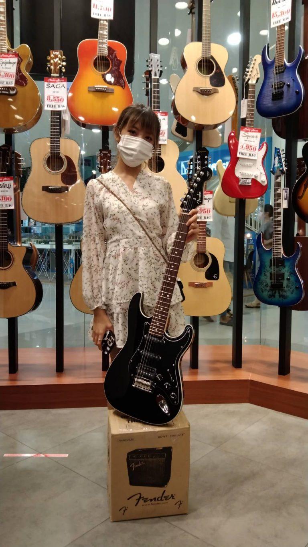 ลูกค้าที่ซื้อ กีต้าร์ไฟฟ้า Fender Aerodyne II Stratocaster HSS (made in Japan)
