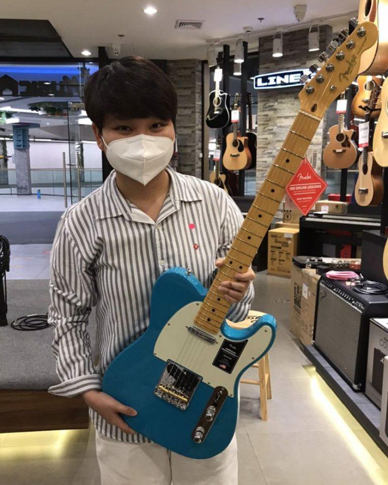 ลูกค้าที่ซื้อ กีต้าร์ไฟฟ้า Fender American Professional II Stratocaster HSS