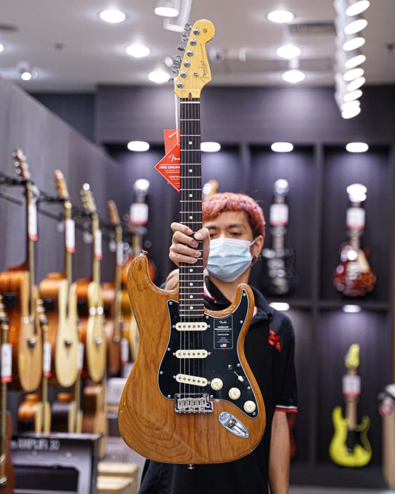 Showcase กีต้าร์ไฟฟ้า Fender American Professional II Stratocaster HSS
