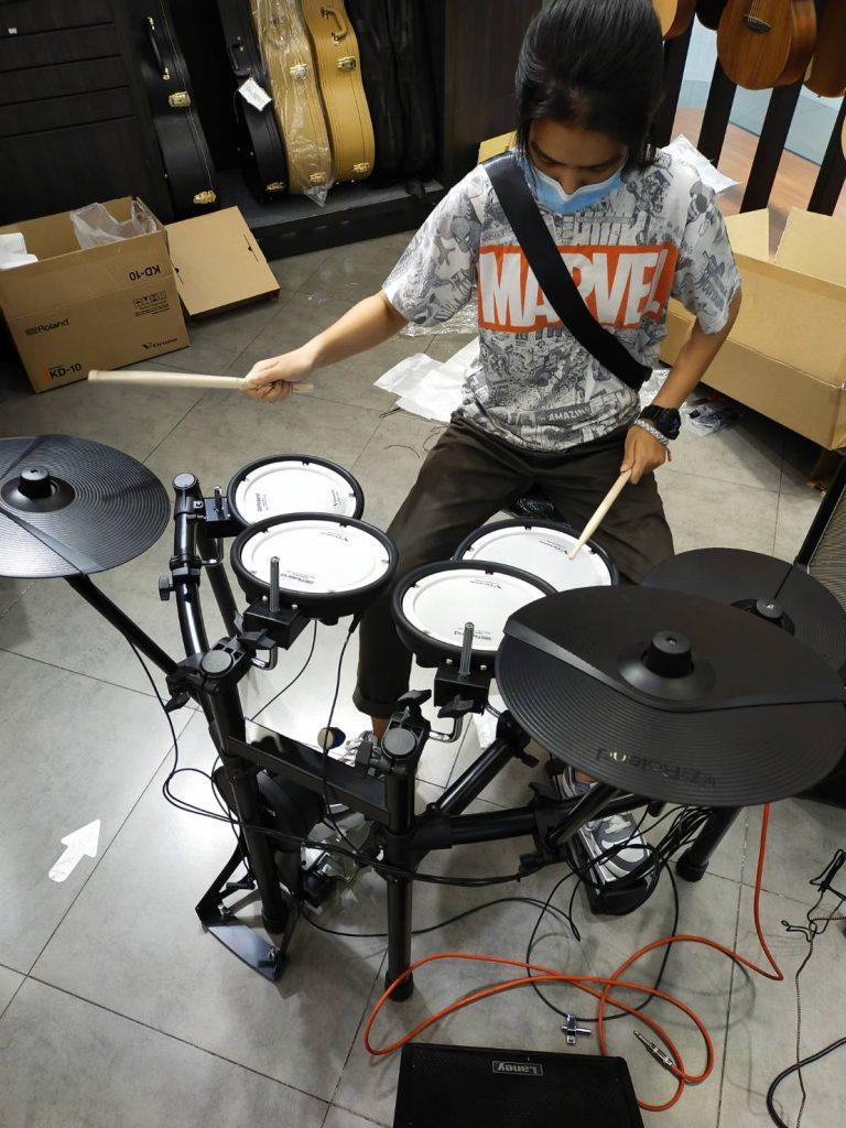 ลูกค้าที่ซื้อ กลองไฟฟ้า Roland TD-07KV V-Drums