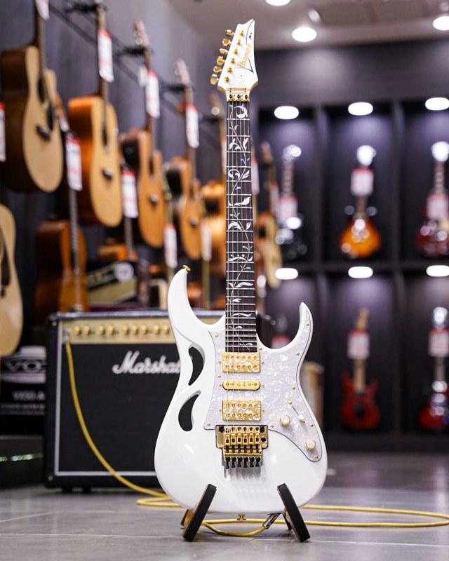 กีตาร์ไฟฟ้า Ibanez Steve Vai Signature PIA 3761 หน้าร้าน Music Arms ขายราคาพิเศษ