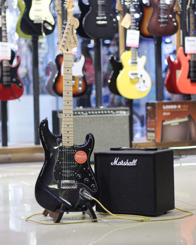 Showcase กีต้าร์ไฟฟ้า Squier Affinity Stratocaster FMT HSS