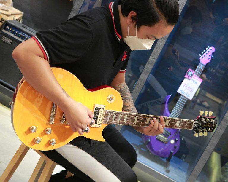 Showcase Epiphone Slash Les Paul Standard Electric Guitar